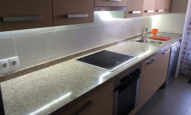 Cocina iluminada con tiras de LED - AS de LED ®